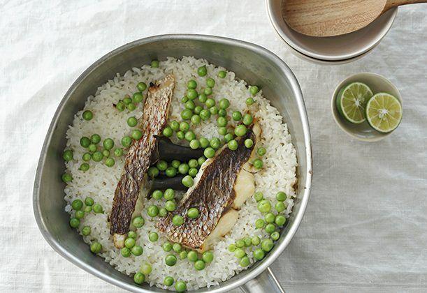 春らしい彩りの炊き込みご飯。鯛は切り身を使うと、鯛ご飯がぐっと身近に。米は鍋で炊いておこげも味わって。