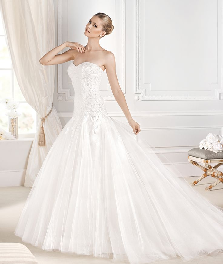 Fabulous DETALLE wedding dress from the Glamour La Sposa collection La Sposa