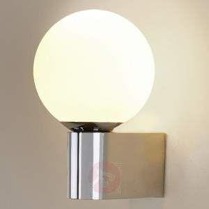 LED-baderomsvegglampen Zofia med hvit kuleskjerm av glass, 290 lumen Zofia viser seg i elegant kromdesign, kombinert med hvitt glass. Det virker ikke bare moderne, men gir også en varm og myk fordeling av det energisparende LED-lyset i varmhvit lysfarge. Med Zofia kan du lyse opp badet på en tidløs måte. IP44 tilbyr tilstrekkelig beskyttelse mot vann og støv. LED-baderomsvegglampen ser til eksempel førsteklasses ut når man plasserer den ved siden av et speil. Med Cree merke-LED