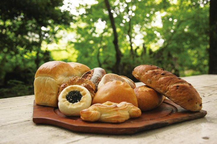 ちくわパン、福田パン、ういろうパン……一度は食べてみたい! 全国のご当地パンまとめ [T-SITE]
