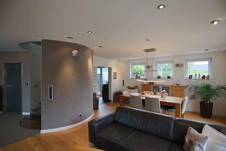 Wohn- und Esszimmer mit Designwandbelag (Tapete) von Omexco