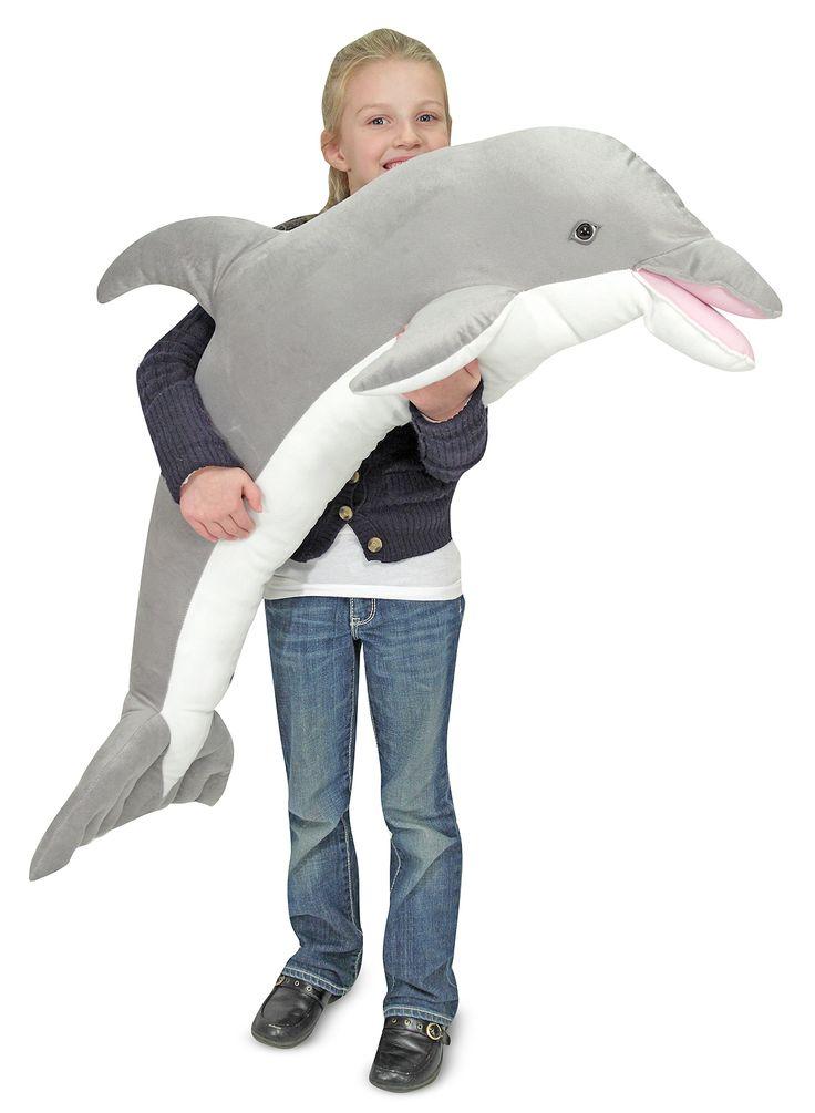 Deze vriendelijke grote knuffel dolfijn van Melissa and Doug is recht een sprong in je hart! Deze 1 meter lange dolfijn is lekker zacht en knuffelbaar. De grote knuffel dolfijn is er een van een top kwaliteit zoals we van Melissa and Doug mogen verwachten.