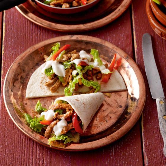 Tortilla met shoarma en knoflooksaus - Deze mini-wrapjes met shoarma zijn heerlijk als gourmetgerecht. #recept #gourmet #JumboSupermarkten