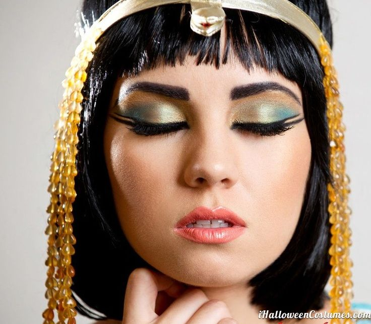 Getting ready for Halloween? Here are some amazing makeup inspirations for your spooky pleasure! www.themakeupblogger.com Cleopatra