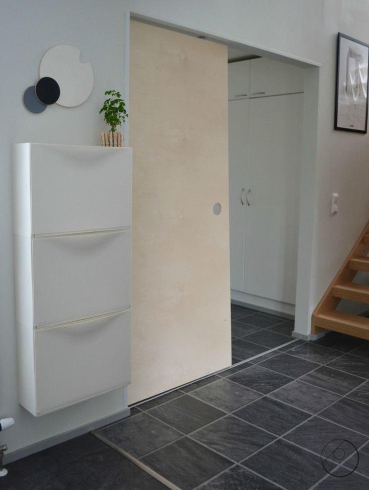 Vanerista tehty seinä