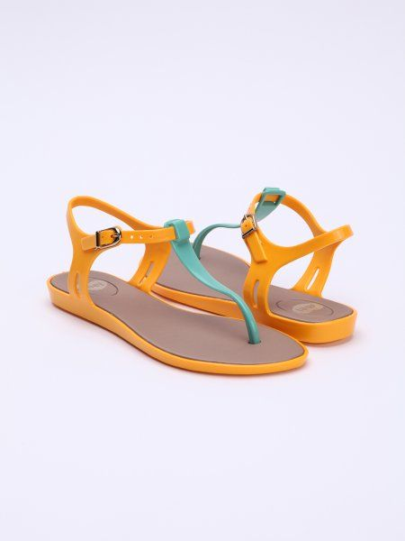 Moderné dámske žabky od ekologickej značky Mel. Vyrobené zo špeciálneho materiálu Melflex Plastic, ktorý sa anatomicky prispôsobí tvaru nohy.