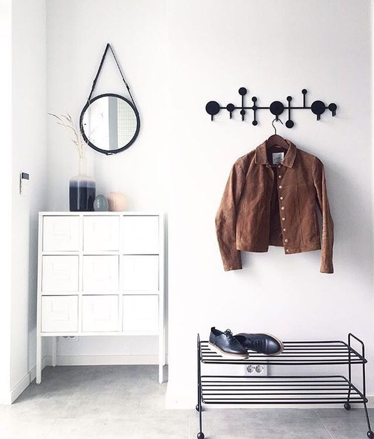Keep your hallway nice and tidy! Remember that it's the first impression when having guests over ✨ This amazing entrance belongs to @cannorhome #mazeinterior #slowproduction #scandinaviandesign #interiordesign #interior #interiør #bill #shoeshelf #shoes #hallway #tidy #hanger #mirror #shoerack #housedoctor #madeinsweden