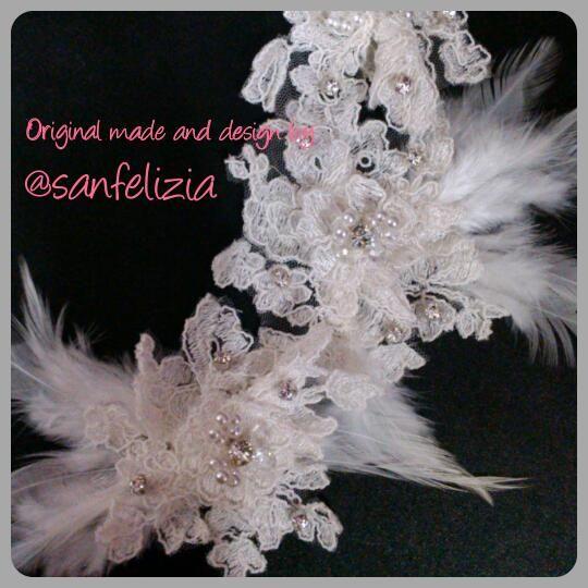 Hiasan kepala brokat, kristal dan bulu-bulu untuk pengantin. Harga: Rp.250.000,-.  #headpiece #headaccessories #handmadeheadpieces #fabricflower #handmade #aksesoriskepala #aksesorisrambut #fascinator #Jakarta #sanfelizia #wedding #bride #pernikahan #Hijab #Jilbab #hiasanJilbab #hiasanKerudung #hiasanHijab #pengantin #veil #hairaccessories #MUA #mua #hairdo #hairstylist #updo #readystock
