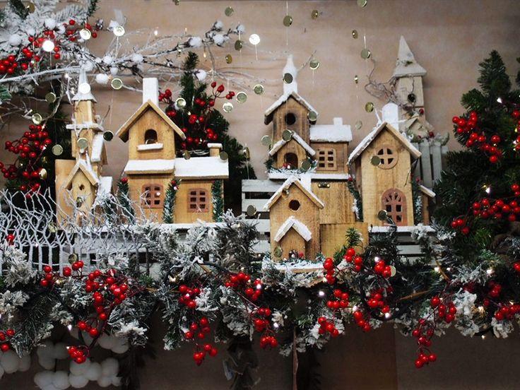 Oltre 25 fantastiche idee su vetrine natalizie su pinterest villaggi di natale riproduzione - Idee per vetrine primaverili ...