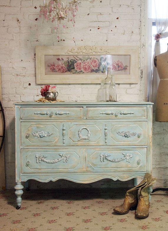 elegant piece-love the soft,subtle color.