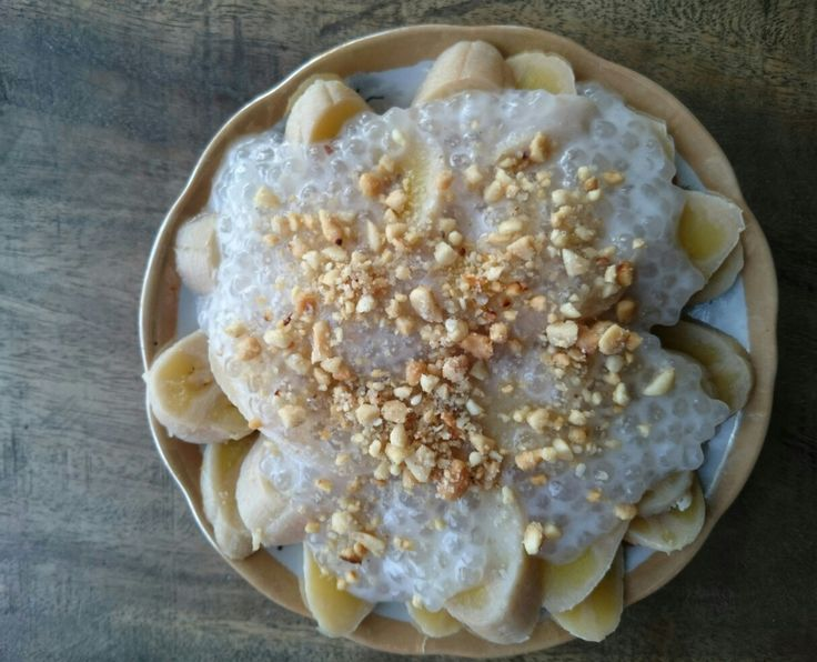 Fresh cooked banana with coconut cream was made by Mrs. Tư Bông.