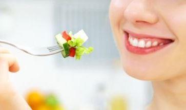 Het is beter om langzaam te eten als je gezond wilt afvallen. We bespreken hier deze methode en hebben alle tips voor effectief traag eten op een rij gezet.