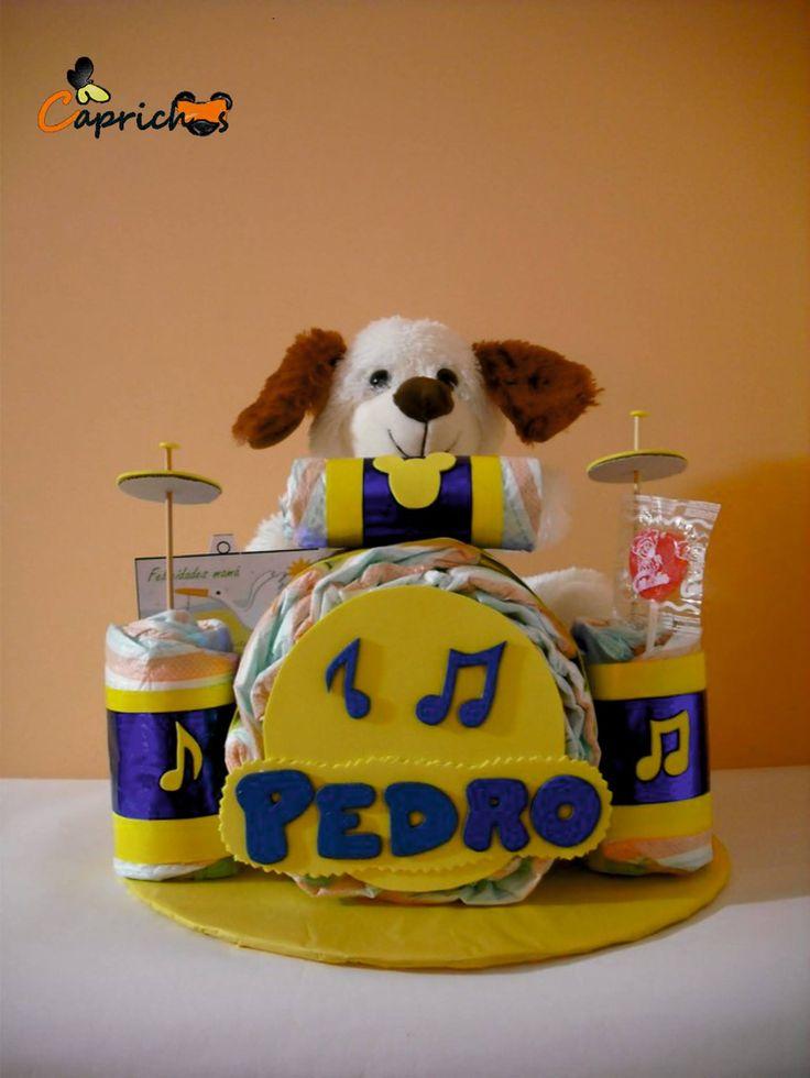 Con esta Tarta de pañales tan entrañable de Batería con osito dimos la bienvenida a Pedro. ¡Muchisimas felicidades a los papás y familiares!
