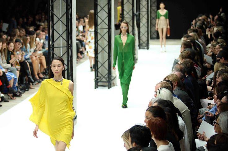 ACNE  Mooie zwevende gele jurk