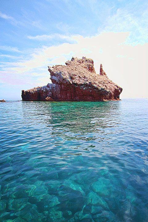 Isla Espiritu Santo - Mexico. Another humdinger by Amanda of kevinandamanda.com. Absolutely fantastic shot.