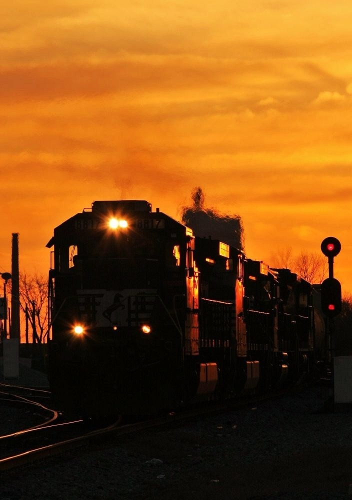 NS 8817A Norfolk Southern GE D9-40C runs out of the sun during a wonderful Southern Sunset in Birmingham, Alabama @ 32nd St. South