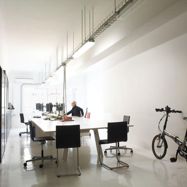 Oficina luminosa dentro del edificio david iluminaci n interior oficinas iluminaci n de - Catalogo de iluminacion interior ...