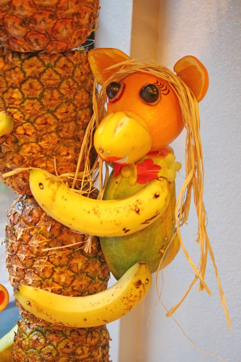 Girl Monkey made out of fruit for a Luau party   http://www.glorioustreats.com/2012/08/pineapple-tree-centerpiece-with-fruit-monkeys.html