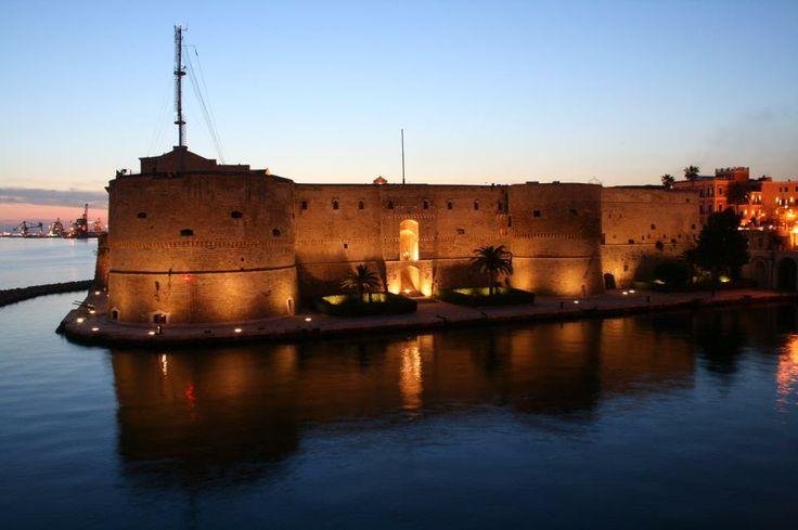 Il tramonto sul Castello Aragonese