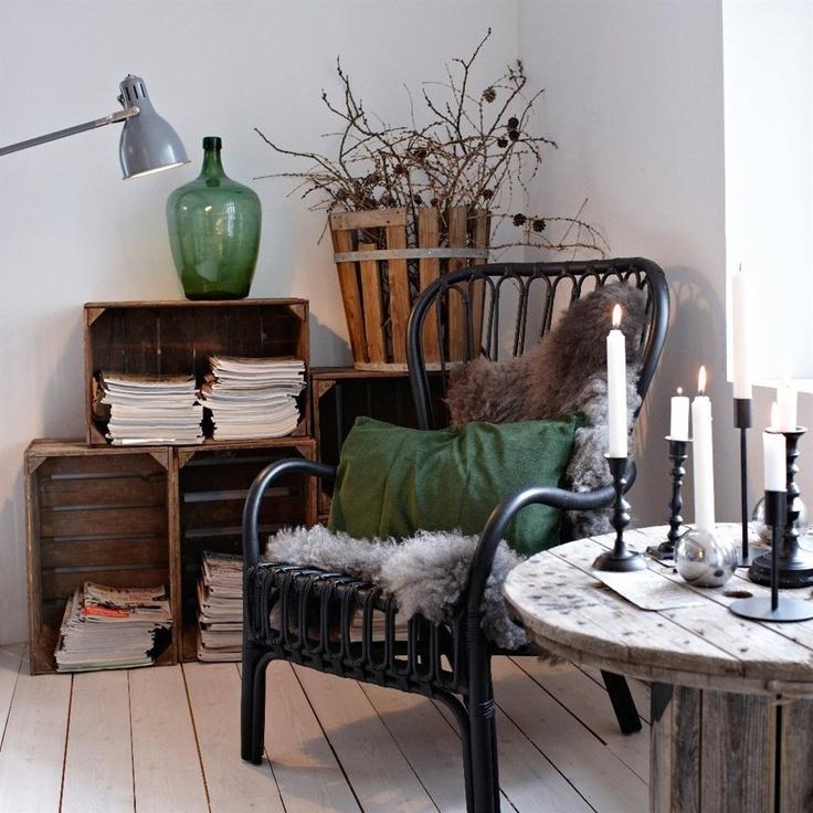 STORSELE stol med høy rygg svart/rotting [202-016-82] 795,– LUDDE saueskinn grå [601-141-12] 279,–