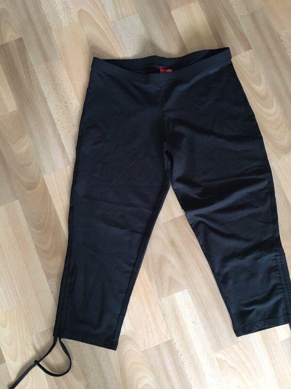 Mein Neue kurze Sportleggins von Esprit Stretch  von Esprit. Größe 38 / S/M / 10 für 4,00 €. Schau es dir an: http://www.kleiderkreisel.de/damenmode/leggings/157860836-neue-kurze-sportleggins-von-esprit-stretch.