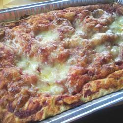 Focaccia morbida con mozzarella e pomodoro