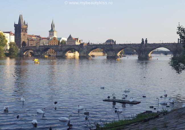 Travel Journal: Prague 2016 - Charles Bridge http://www.mybeautykiss.ro/jurnal_de_vacanta_praga_2016.php