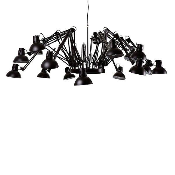 Lámpara de suspensión formada por dieciseis brazos de flexo orientables y dirigibles. Fabricada en dos acabados : Negro y Blanco. Portalámparas preparado para dieciseis bombillas E27 de 60w.  Diseñado por Ron Gilad, 2003.   Referencias Dear Ingo SP - Moooi: MOLDI-16 - Dear Ingo Negro MOLDIW-16 - Dear Ingo Blanco