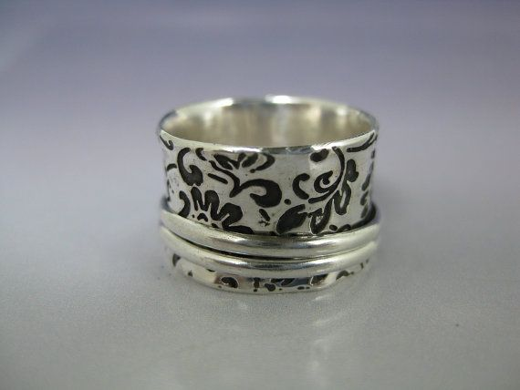 etched sterling silver ring with spinning outside rings