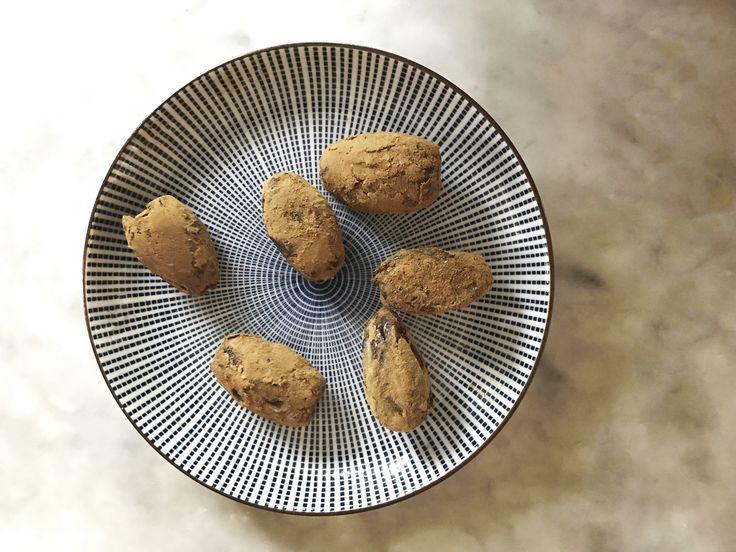 Gillar du lakrits men vill ändå vara lite nyttig? Ja men då så, då kan vi varmt rekommendera dessa lakritsdadlar som är löjligt enkla att göra.