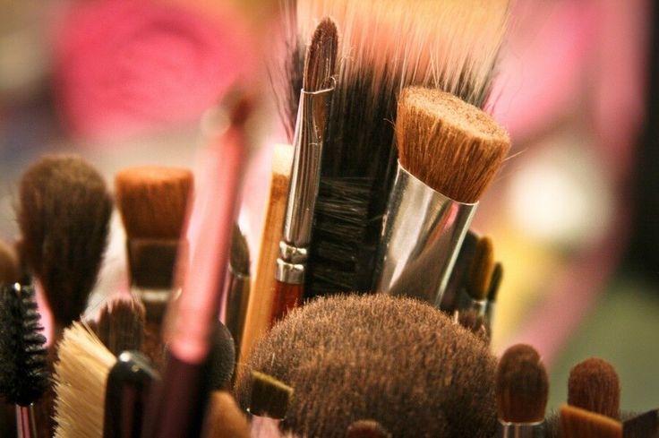 Τα 5 πινέλα που πραγματικά χρειάζεσαι για τέλειο μακιγιάζ.Μάθε ποια και πόσα πραγματικά χρειάζεσαι.