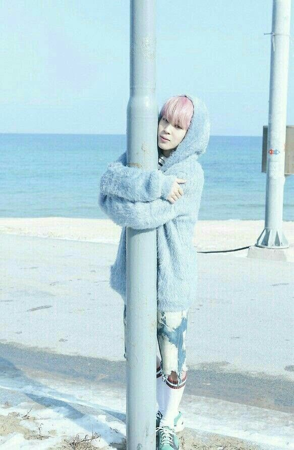 pinterest || ☽ @kellylovesosa ☾Park Jimin<< can i be that pole i want a hug from Jimin too