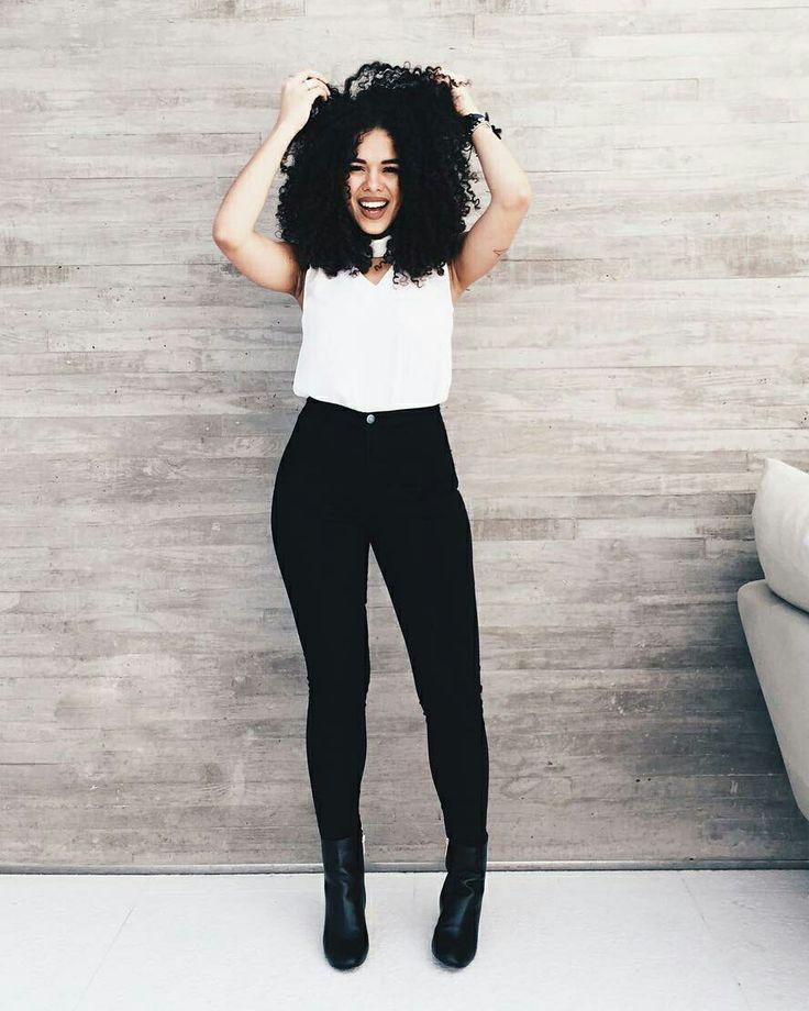 Rayza Nicácio, blusa branca, calça preta, look preto e branco