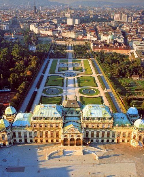 シェーンブルン宮殿はハプスブルク王朝の歴代君主が離宮として使われた宮殿。ウィーン 旅行・観光でおすすめの見所!