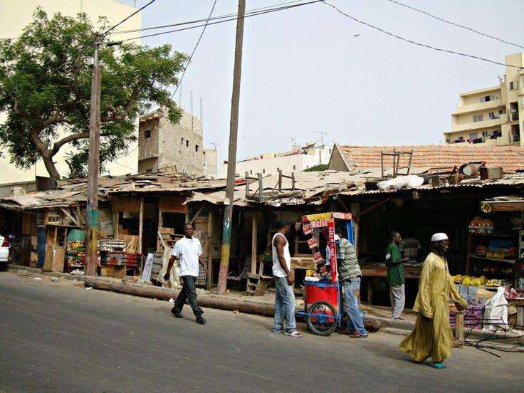 Rue des Dardanelles Dakar- Blog Voyage Trace Ta Route www.trace-ta-route.com  http://www.trace-ta-route.com/senegal-escapade-dakar/  #tracetaroute #senegal #dakar