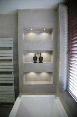 Grijs - Vakken in de muur boven het bad