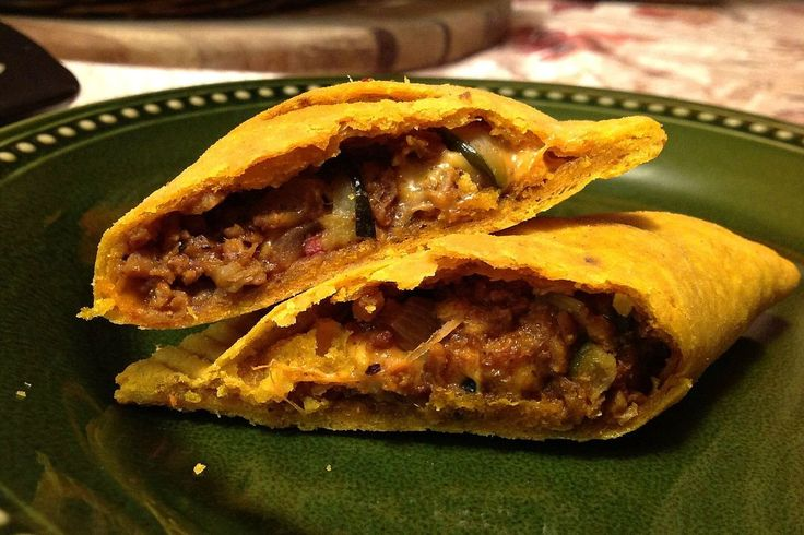 "Galettes Jamaïcaines au Fauxmage / Jamaican ""No-Beef"" Patties with Veggie-Cheese #vegan #glutenfree  @OneGreenPlanet #onegreenplanet @Mj0glutenVG #0GlutenVegeBrest #vegetalien #govegan #Galette #Jamaïcaine #fauxmage #Jamaican #Pattie #veggie #Cheese"