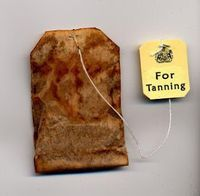 Self tanning with tea bags