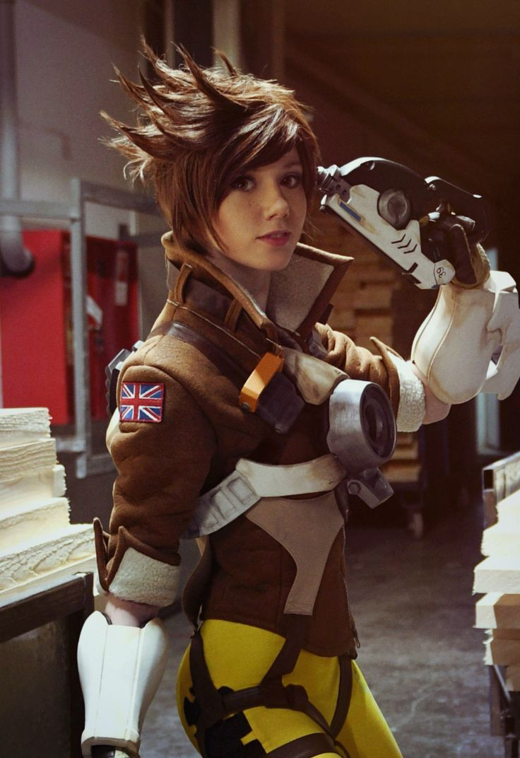 Blizzard, if you ever need a live-action Tracer for an Overwatch commercial, here's your girl.