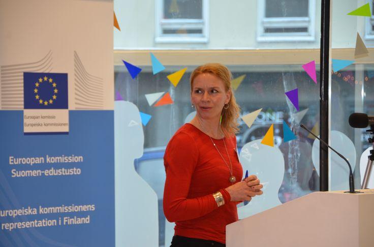Ihmisoikeusliiton pääsihteeri Kaari Mattila ei kaihda keskustelun herättämistä yhteiskunnallisesti tärkeistä aiheista.