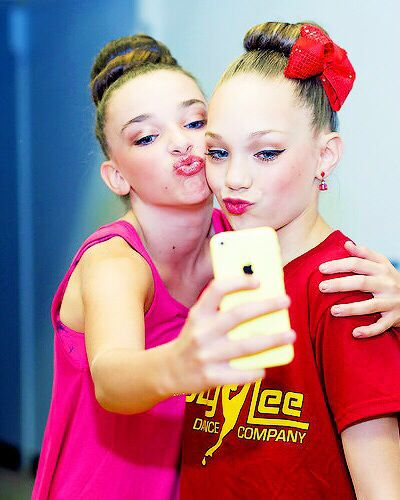 Dance Moms Maddie and Kendall. So sweet. But I do miss Maddie's friendship with Chloe:( they used to be this close Maddie + kk !!!!