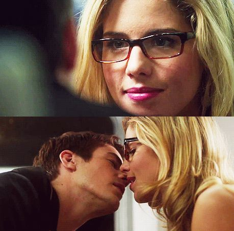 Arrow/The Flash Crossover - Barry Allen & Felicity Smoak NO. NOOOOOOOOO NO NO NO NO NO. THIS CANNOT BE A THING.