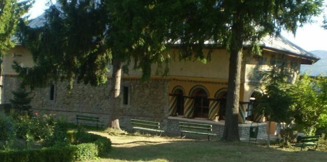 Biserica De Piatra, din Calimanesti - Pelerinaje - Femeia Stie.ro