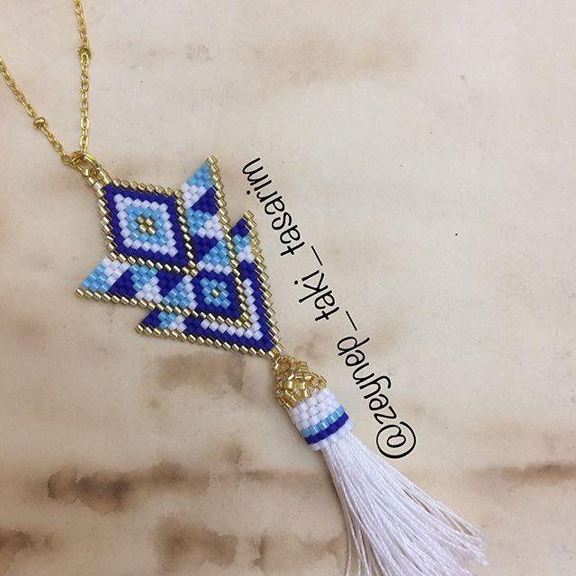 Mutlu hafta sonları . Bugüne özel püsküllü kolyemiz herşeyi tamamen el yapımı sizin beğenilerinizi bekliyor... #kombin #tarz #women #jewellery #sevgi #fashion #moda #bohemianstyle #otantik #mavi #püskül #kolye #boncuk #beads #elyapımı #gold #style #özel #tasarım #sipariş #alışveriş #desing #tasarım #zeynep_taki_tasarim