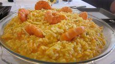 ? 500 gr de arroz para risoto ? existem várias marcas, eu costumo variar, mas o que mais uso é o Camil tipo italiano  - ? 1kg de camarão limpo  - ? 7 camarões tipo VG para enfeitar  - ? Aproximadamente 1 litro de Caldo de peixe ou de camarão. O que usei para fazer esse risoto comprei no mercado de peixe de Niterói.  - ? 1/2 kg de abóbora ralada  - ? 1 cebola cortada pequena  - ? salsa e cebolinha  - ? 2 colheres de sopa de manteiga  - ? queijo parmesão à gosto