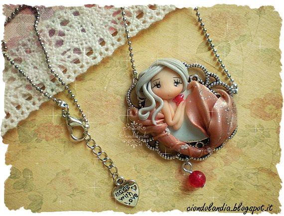 Mermaid cammeo doll necklace Sirena su cammeo #mermaid #cammeo #doll #necklace #polymerclay #princess #chibi