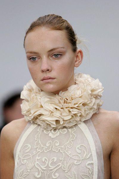 Ruffled Collar - 3D fabric manipulation for fashion design; couture sewing inspiration // Balenciaga