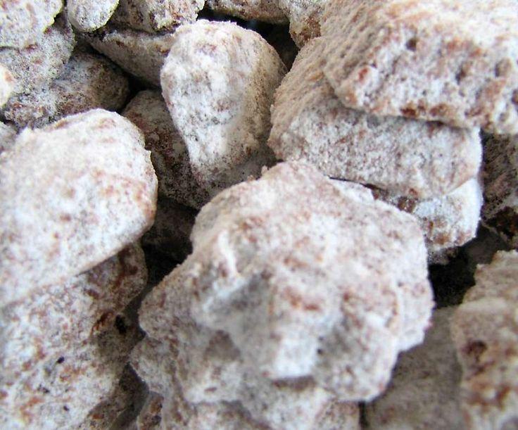 Pracny - opravdu nejlepší vyzkoušený recept na vánoční cukroví z vlašských ořechů, kakaa a skořice. Říká se jim také medvědí tlapky. Dobrou chuť!