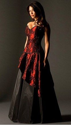 Stunning gothic gown. Would be ideal with black lace gloves.