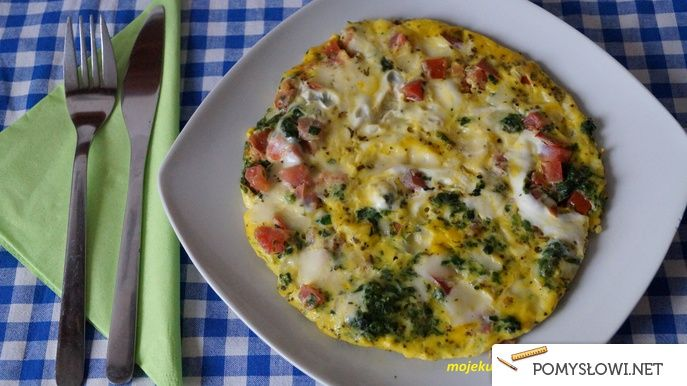 Omlet ze szpinakiem, mozzarellą i pomidorami - Pomyslowi.net